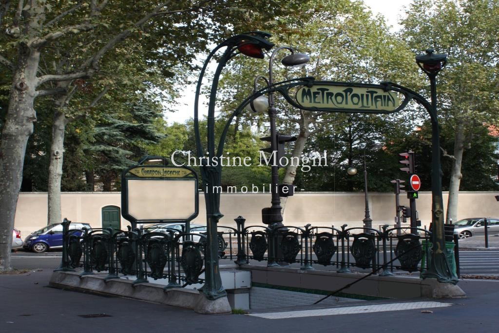 Édicule_Guimard_Station_métro_Chardon-Lagache